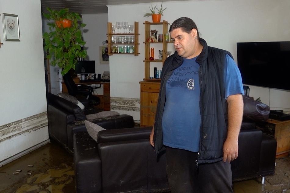 Mirko Moritz in seinem vom Schlamm verwüsteten Zuhause.