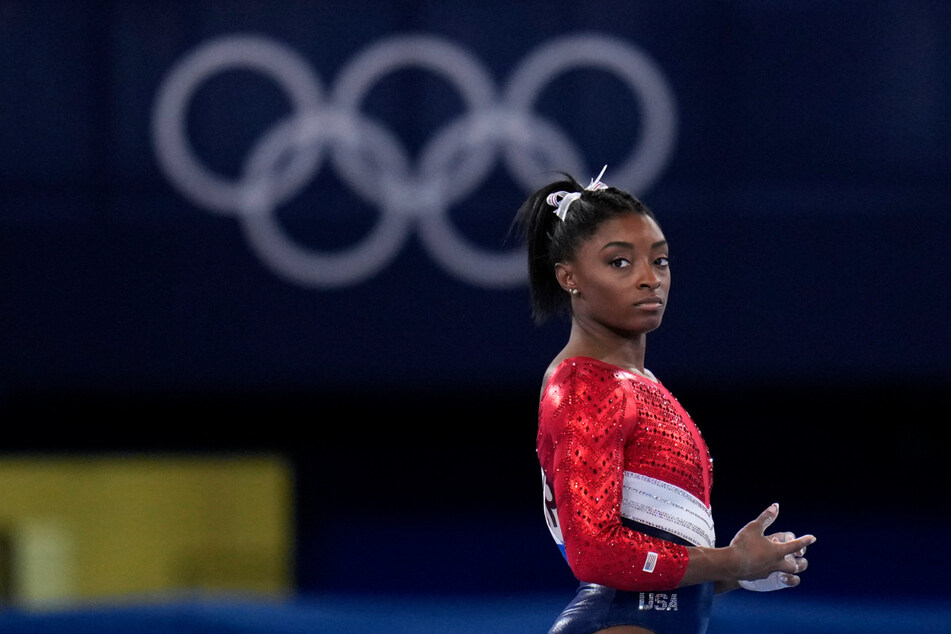 Turn-Superstar Simone Biles (24) aus den USA. Die viermalige Rio-Olympiasiegerin hat ihre weiteren Starts in den Turn-Finals bei den Sommerspielen in Tokio abgesagt.