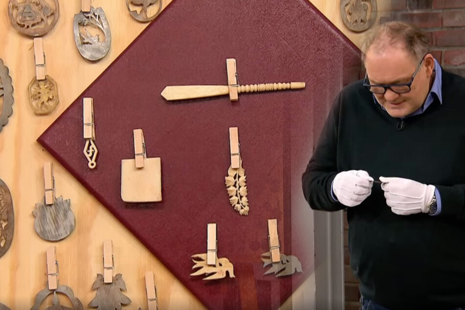 """Bares für Rares: Großes Rätselraten bei """"Bares für Rares"""", auch Händler grübeln über diese Antiquität"""