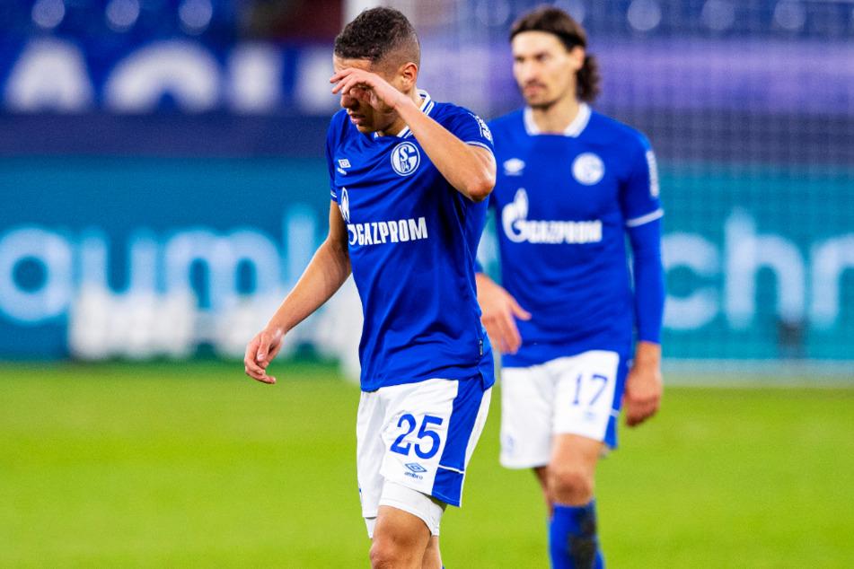 Amine Harit (23) war wie alle Schalker Spieler nach der Niederlage gegen Bielefeld niedergeschlagen.