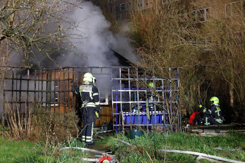 Chemnitz: Laube in Chemnitzer Kleingartenanlage in Flammen