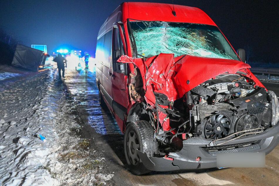 Unfall A4: Unfall auf A4: Mercedes Sprinter kracht mit voller Wucht gegen Renault