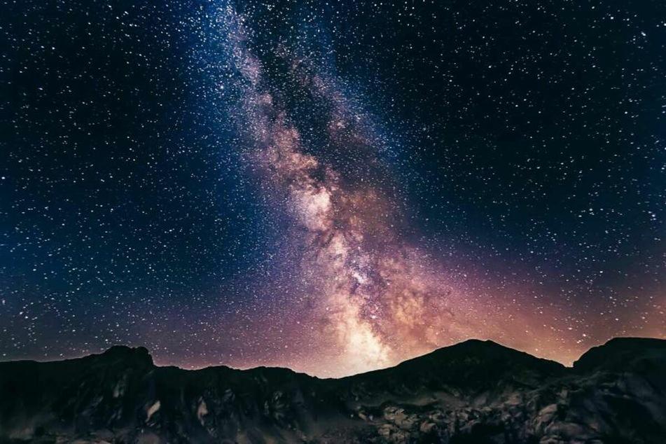 Neben vielen Sternschnuppen 2021 erblickt man bei klarem Himmel auch die Milchstraße.