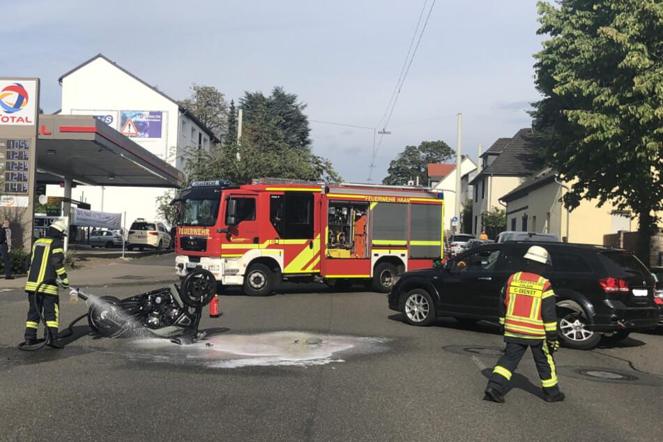 Beide Fahrzeuge wurden bei dem Zusammenstoß schwer beschädigt und mussten abgeschleppt werden.