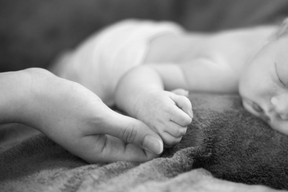 Das in einem englischen Gefängnis geborene Baby überlebte nicht. Möglicherweise, weil seine Mutter keine medizinische Hilfe bei der Geburt bekam. (Symbolbild)