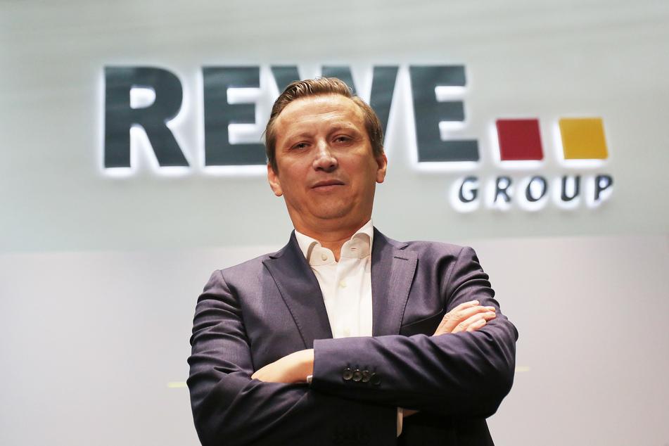 Lionel Souque (50), Vorstandsvorsitzender des Rewe Konzerns, sieht einen starken Trend zu Urlaubszielen in Europa, die mit Bahn, Bus und Fahrzeug gut erreichbar sind.