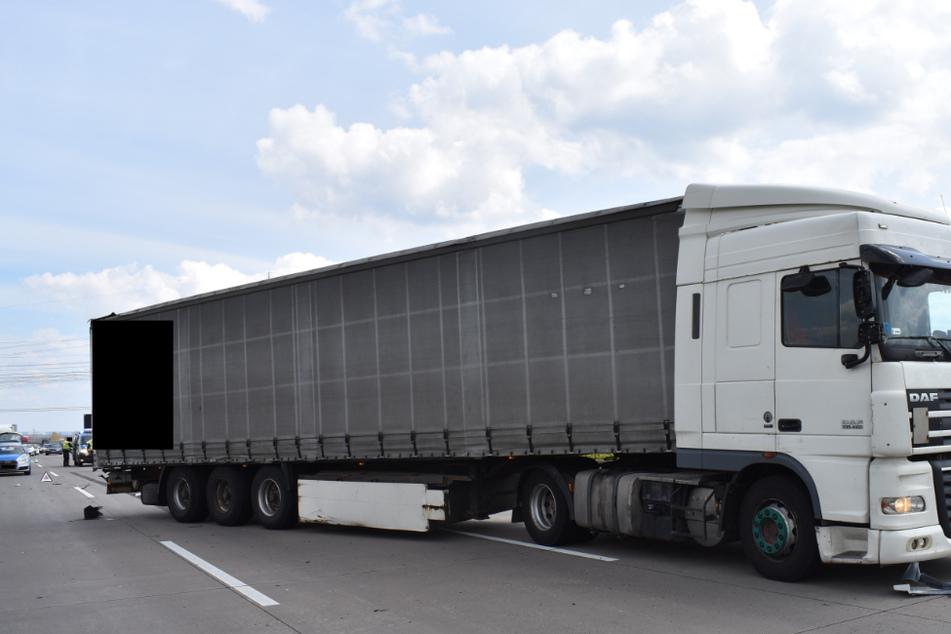 Auf der A2 in Sachsen-Anhalt ist am Sonntag der Reifen eines Lastwagens geplatzt.