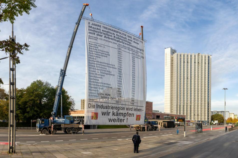Mega-Banner in der Chemnitzer City: Was ist in der Brückenstraße los?