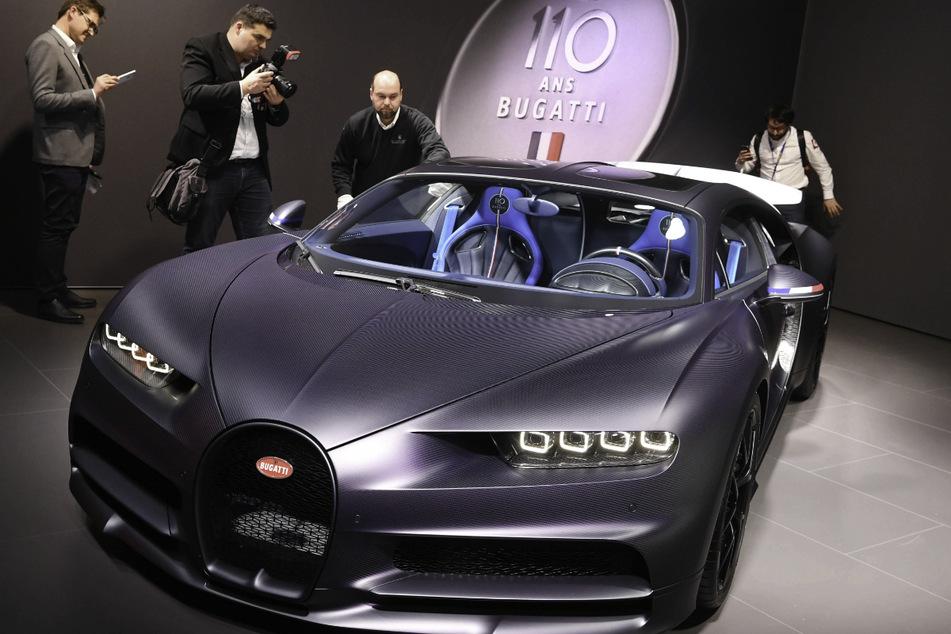 Im Vorfeld des Genfer Autosalons wird der Bugatti Chiron Sport präsentiert. Für die Sportwagen-Luxusmarke soll es im Volkswagen-Konzern einem Bericht zufolge Verkaufspläne geben. (Archivbild)