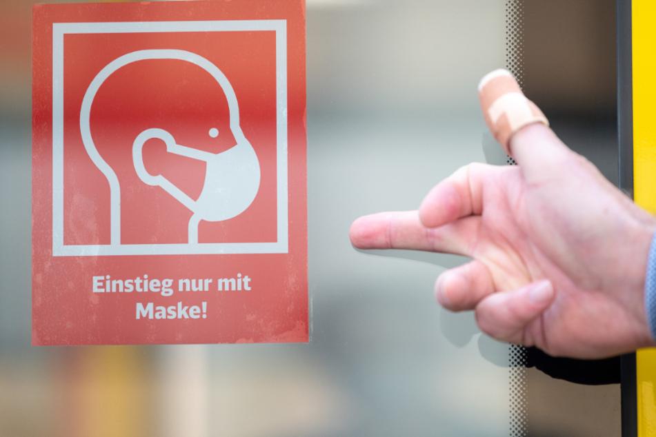 Köln: Masken-Verweigerer spuckt auf Beamte und droht deren Angehörigen mit dem Tod