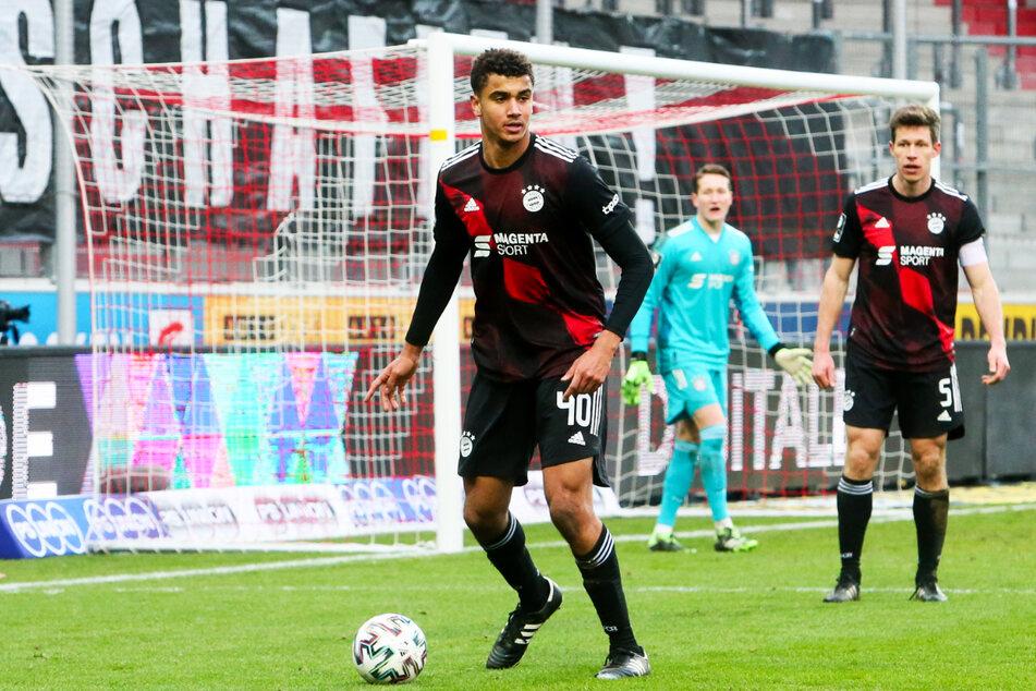 Der Meister der Vorsaison, der FC Bayern München II um Abwehrriese Jamie Lawrence (18, l.) und Kapitän Nicolas Feldhahn (34, r.), spielt zu inkonstant und liegt nur noch ein Tor vor dem ersten Abstiegsplatz.