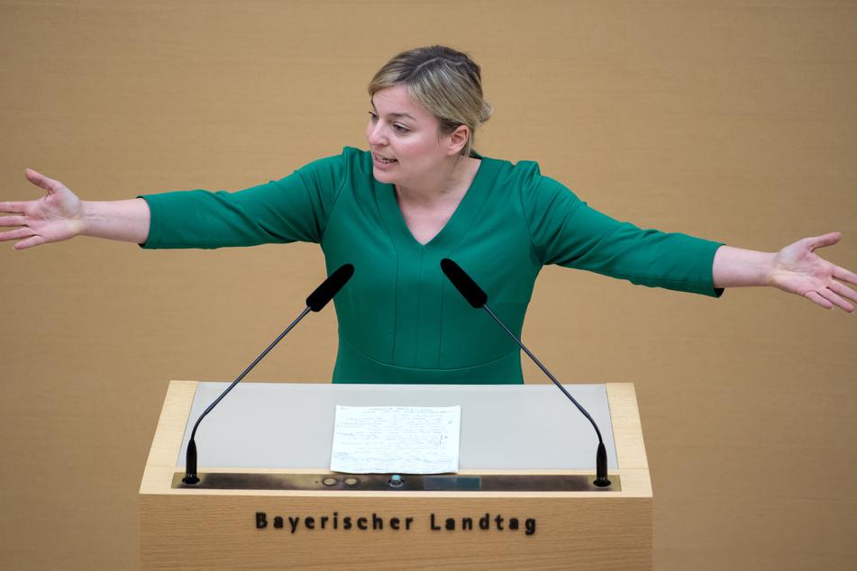 Katharina Schulze, Fraktionsvorsitzende der Fraktion Bündnis 90/Die Grünen, spricht im bayerischen Landtag während einer Plenarsitzung.