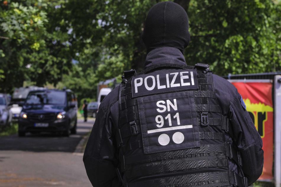Große Razzia in Dresden: Mehrere Autohäuser und ein Bordell durchsucht