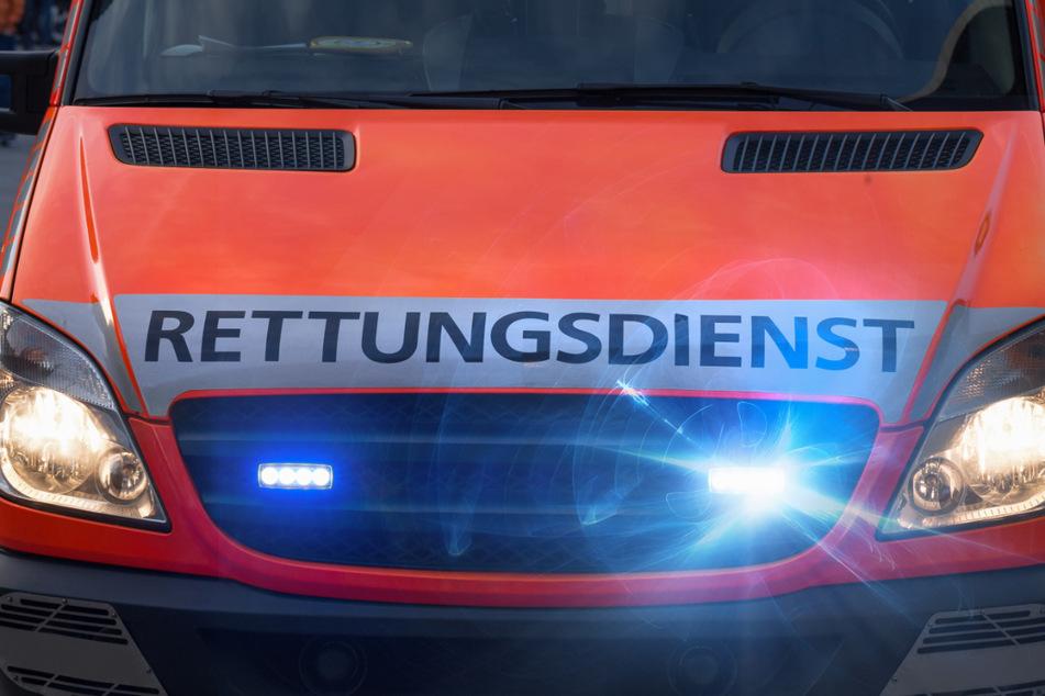 Zwickau: VW-Fahrer nach Unfall in seinem Auto eingeklemmt und schwer verletzt