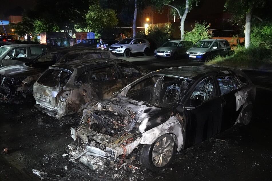 In Gohlis brannte es sowohl auf dem Gelände einer Tankstelle als auch auf einem benachbarten Parkplatz.