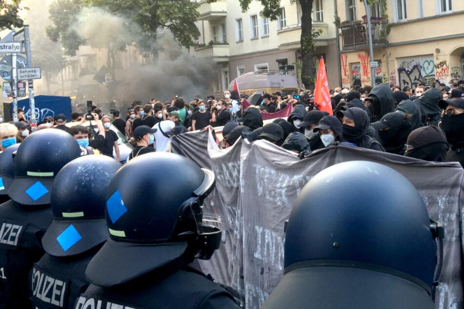 Die Demonstranten wollen am Donnerstagabend vom Boxhagener Platz bis zu Bänschstraße ziehen.