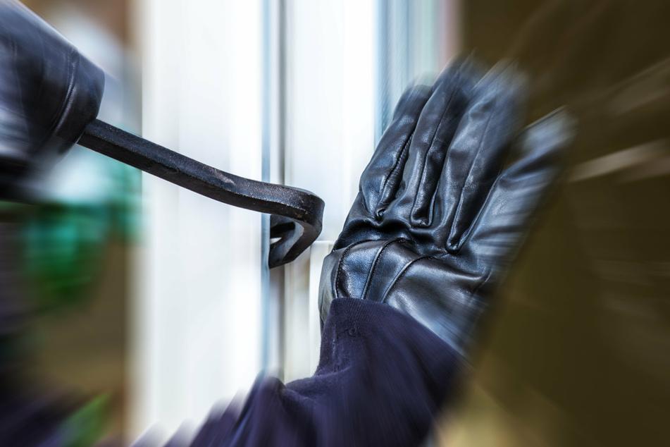 Ein Einbrecher hat sich in Gevelsberg (Ennepe-Ruhr-Kreis) bei der Wohnungsinhaberin (52) entschuldigt und ist ohne Beute geflohen. (Symbolbild)