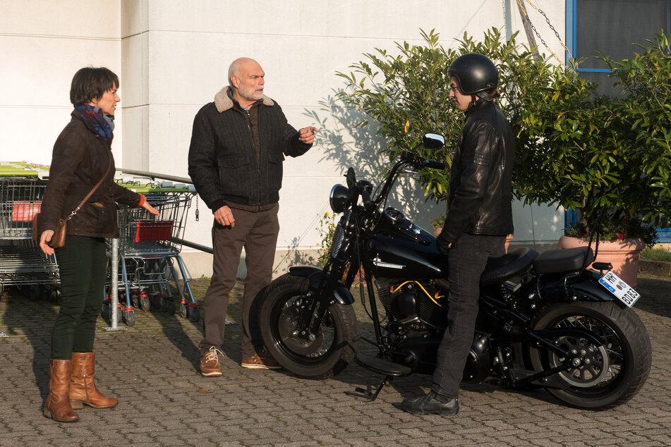 Rote Rosen: Der Motorraddieb wird von Merle und Walter geschnappt.