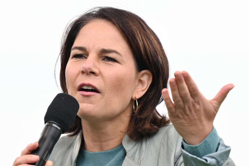 Die Grünen-Kanzlerkandidatin Annalena Baerbock (40) hat erschüttert auf den tödlichen Angriff reagiert, der durch einen Streit um die Maskenpflicht ausgelöst wurde.