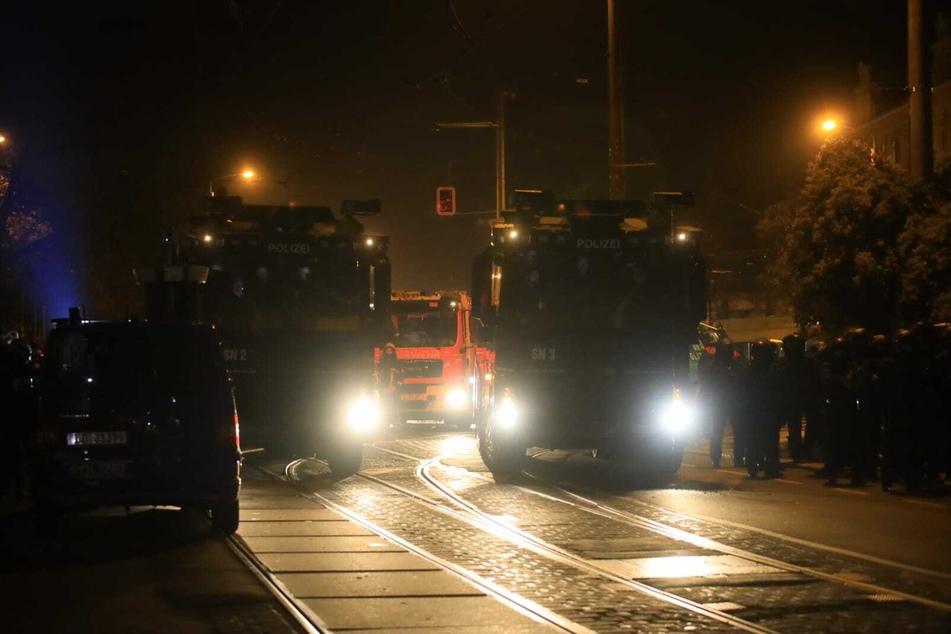 Die Polizei rückte mit Wasserwerfern an.