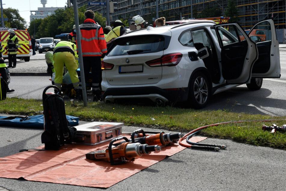 Der BMW-Fahrer wurde durch den Aufprall schwer verletzt.