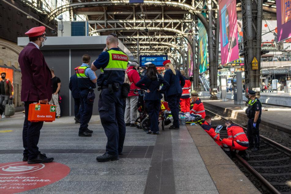 Horror-Unfall am Hauptbahnhof: Blinde Frau stürzt auf Gleise