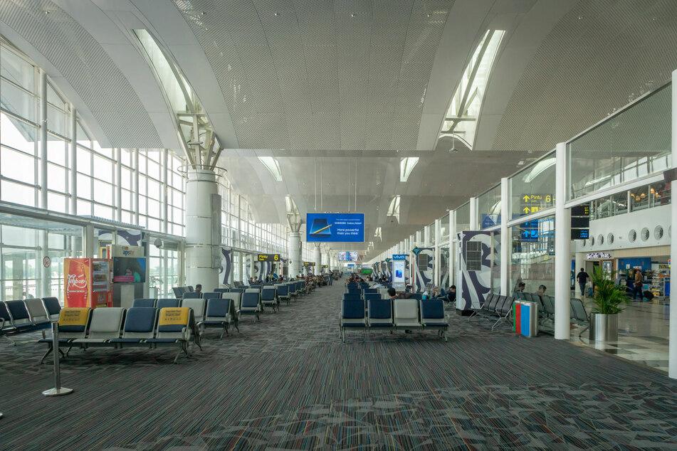 An dem Flughafen Kualanamu bei Medan wurden Reisende monatelang mit gebrauchten Corona-Tupfern getestet.