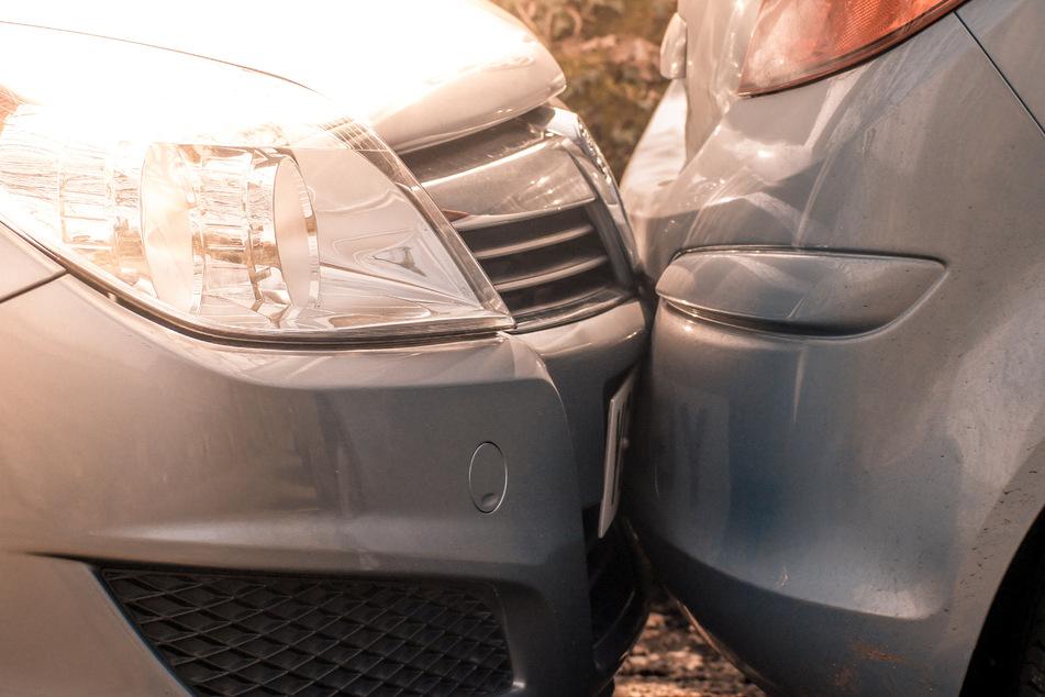 Bei einem Unfall entfernte sich der Verursacher unerlaubt vom Unfallort. (Symbolfoto)