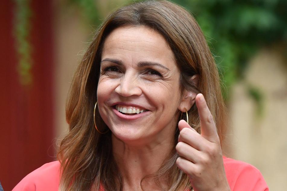 """Dabei kam die Schauspielerin, hier bei Dreharbeiten zur ARD-Serie """"Die Eifelpraxis"""", auch auf ihre Rolle in """"Der Bergdoktor"""" sowie die Arbeiten beim Dreh zu sprechen."""