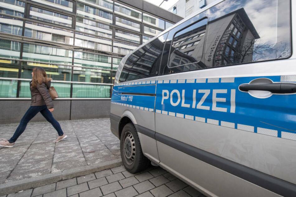 Als die Polizei eintraf, hatte der 72-Jährige den Autodieb bereits aus dem Wagen gezogen (Symbolbild).