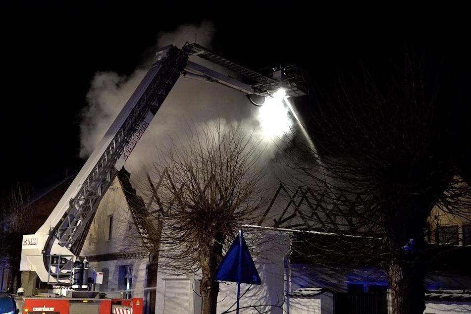 Das Einfamilienhaus brannte nahezu vollständig aus.