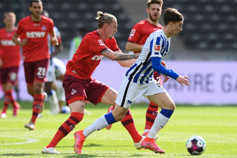 Jonas Michelbrink (r.) bei seinem zweiten Bundesligaeinsatz gegen Ex-Herthaner Marius Wolf.