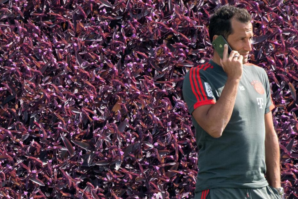 Hasan Salihamidžić (43), Sportvorstand des FC Bayern München, plant bereits mögliche Transfers für die kommende Saison.