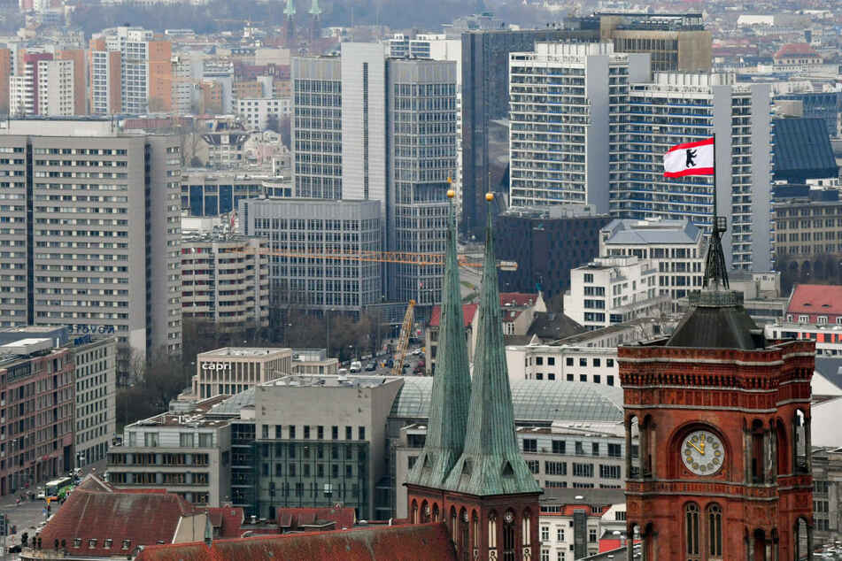 Die Regierungskoalition in Berlin strebt nach dem Mietendeckel-Aus eine Bundesratsinitiative zur Mietenregulierung an.