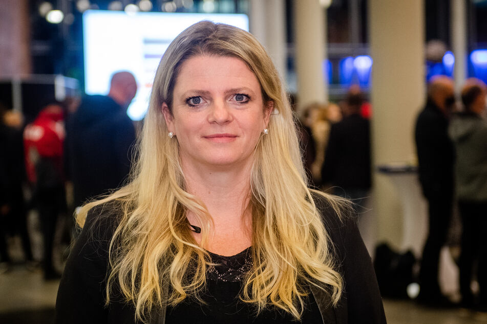 MdL Susanne Schaper (43, Linke) erinnert daran, dass nach wie vor Kinder zuhause unterrichtet werden.