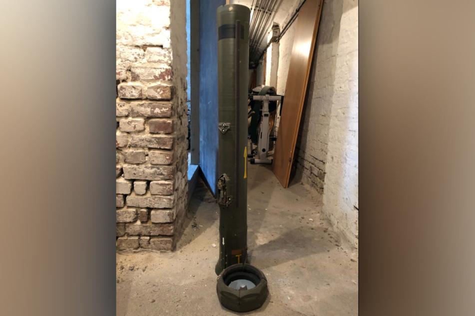 Ein Abschussrohr einer Panzerabwehrrakete wurde in einem Dürener Kellerraum gefunden.