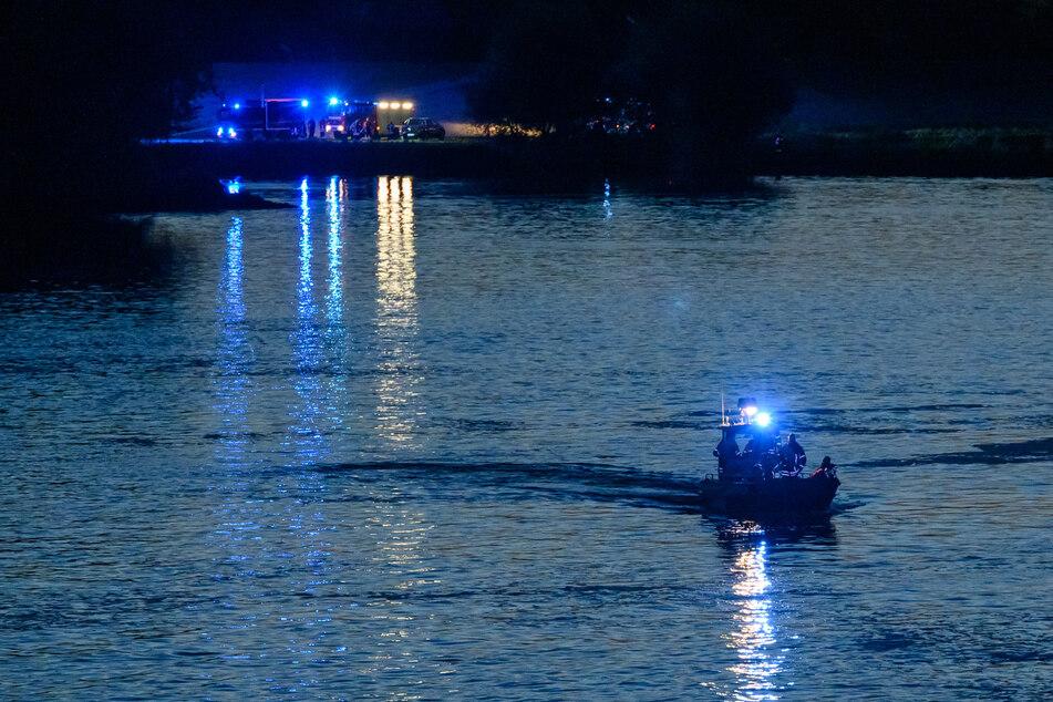 Großeinsatz der Feuerwehr wegen Schlauchboot auf Elbe