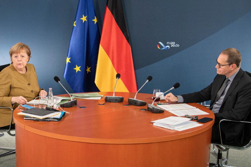 Bundeskanzlerin Angela Merkel (66, CDU) und der Regierende Bürgermeister von Berlin, Michael Müller (55, SPD), zu Beginn der Videokonferenz mit den Ministerpräsidentinnen und Ministerpräsidenten der Länder sowie Mitgliedern der Bundesregierung über den Kurs im Kampf gegen die Corona-Pandemie bis zum Jahresende.