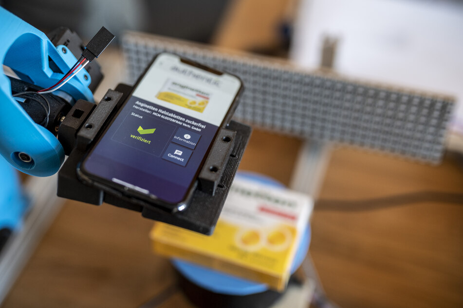"""Für den Echtheits-Check braucht es lediglich ein Smartphone und die """"Authentic""""-App."""