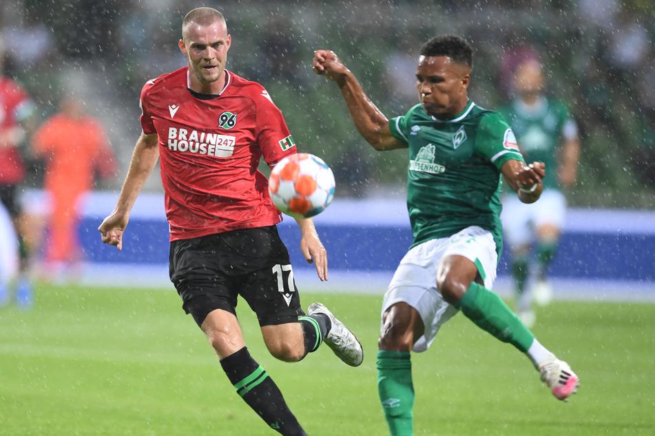 Marvin Ducksch (l.) traf für Hannover 96 gegen den SV Werder Bremen am 1. Spieltag der 2. Bundesliga zum 2:2-Endstand.