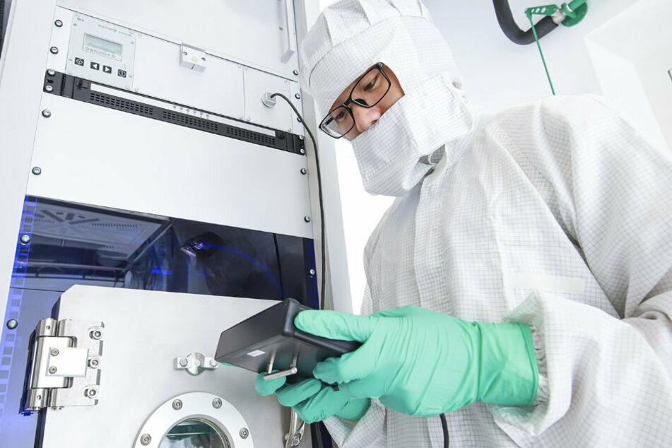 In Reinräumen der TU Chemnit, sind aktuell dringende Forschungarbeiten im Bereich der Medizintechnik möglich.