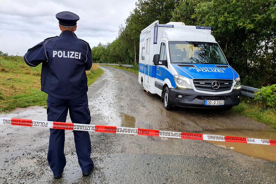 In der Nähe der S232 wurden am Samstag an einem Waldweg weitere menschliche Leichenteile gefunden.