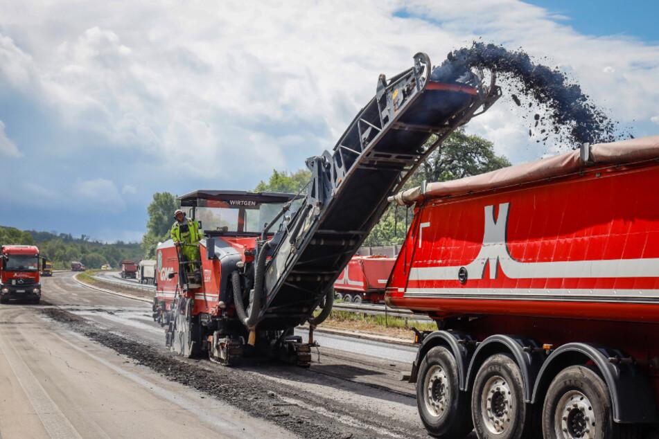 Straßenbauarbeiten dauern häufig länger - sehr zum Ärger der Autofahrer.