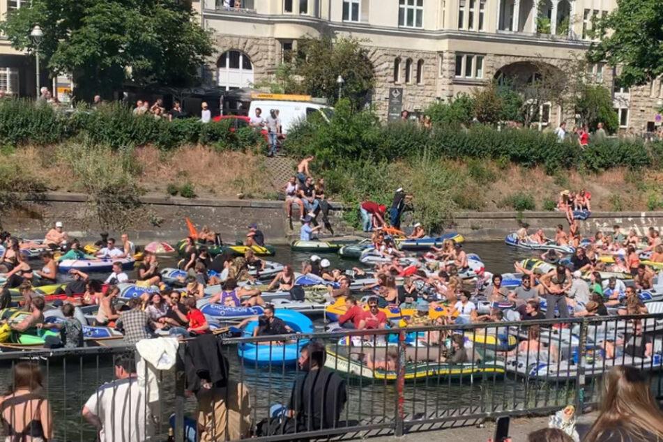 Boots-Party läuft aus dem Ruder: Teilnehmer sollen Kontakte auf Minimum reduzieren