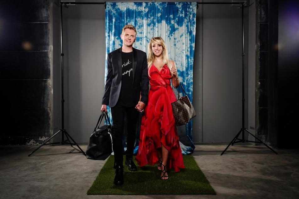 """Sängerin Annemarie Eilfeld (30) kämpft mit ihrem Freund Tim Sandt (29) im """"Sommerhaus der Stars"""" um 50.000 Euro Siegesprämie."""