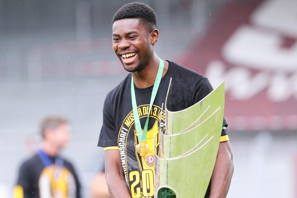 Leroy Kwadwo (24) strahlte nach der Drittliga-Meisterschaft mit Dynamo Dresden, doch nun verlässt er den Klub..