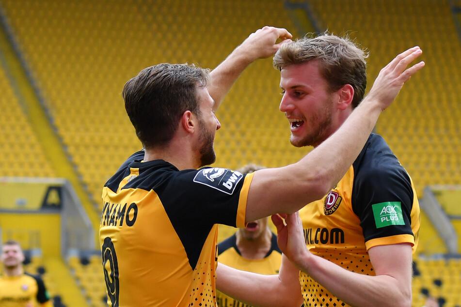 Pascal Sohm (links) und Christoph Daferner haben gute Erinnerungen an den FC Ingolstadt. In der Saison 2020/21 gewann Dynamo das Heimspiel mit 4:0. Hier wird der dritte Treffer bejubelt.