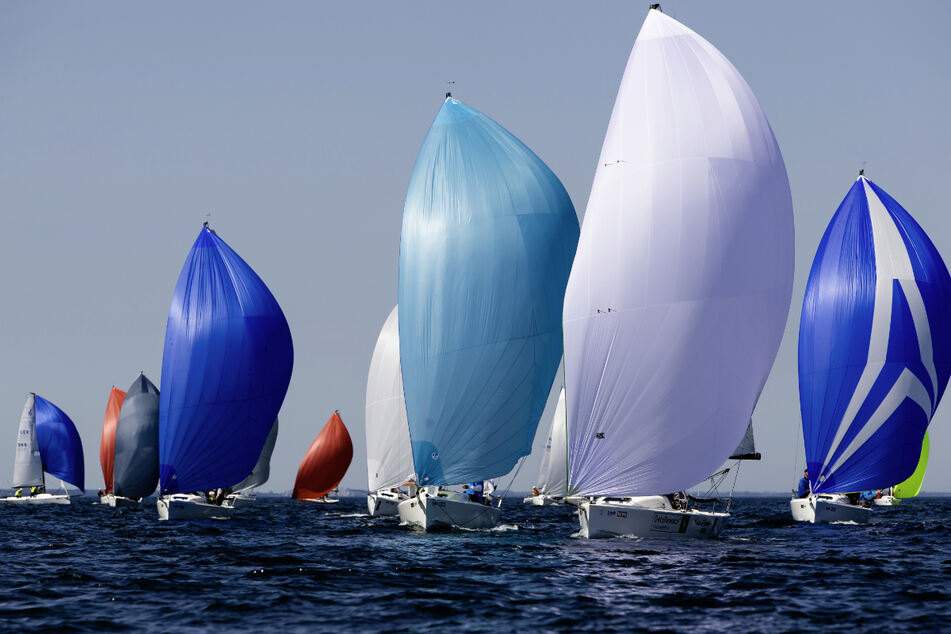 Trotz Einschränkungen soll es bei der Kieler Woche einen Segelwettbewerb geben. (Archivbild)