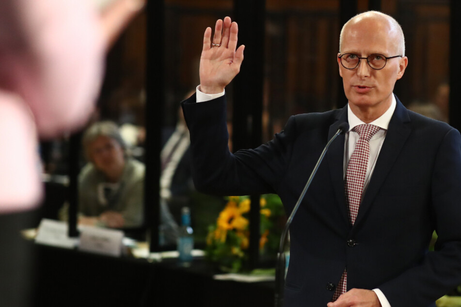 Peter Tschentscher (SPD), designierter neu gewählter Erster Bürgermeister und Präsident des Senats der Freien und Hansestadt Hamburg legt seinen Amtseid ab.