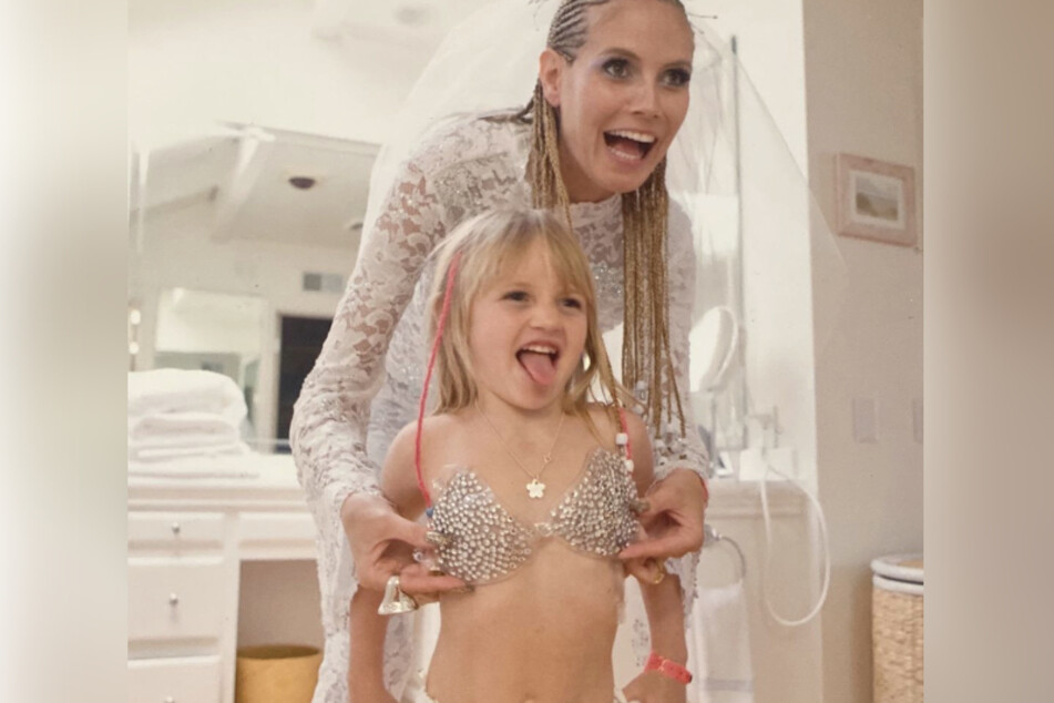 Heidi Klum zeigt Tochter Leni zum ersten Mal öffentlich.